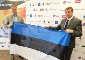 Eesti Lipu Selts kinkis Eesti olümpiakoondisele komplekti Eesti lippe