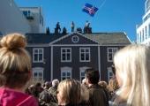 Palgalõhe vastu protestivad tuhanded Islandi naised lahkusid töölt kell 2.38