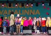 VIDEO! Mudilaskoor Ellerhein tõi armsa kontserdiga suvesoojust linnasüdamesse