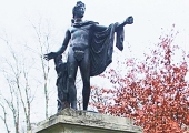 Linn teeb korda Kadrioru pargi Apollo kuju
