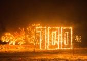 GALERII: Jõulukuuskedest tuleskulptuurid süttisid esimesena Lasnamäel