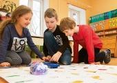 Uued robotid aitavad lastel liiklust ja keeli õppida
