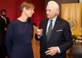 Rüütel annab presidendimatka eestvedamise üle president Kaljulaidile