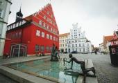 Greifswaldis on viimast nädalat avatud fotonäitus Kihnu riietest
