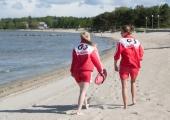 Turvafirma: purjus peolised kippusid ujuma minema