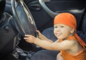 Kaubikusse jäetud kaks väikest last panid Viru tänava sõiduki liikuma