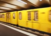 Indias sõitis rong läbi rahvahulga, vähemalt 50 inimest hukkus
