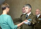 FOTOD: President usaldas kaitseväele paraadiks mõõga nr 0001