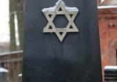 Tallinnas juudi kalmistul tõugati hauakive ümber