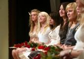 Peaminister andis edukamatele keskkoolilõpetajatele üle stipendiumid