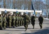 Vahipataljoni noorsõdurid annavad Jüriöö pargis vande