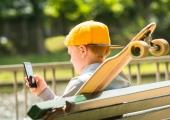 HEA TEADA: Neli nippi, mille abil vältida lapse suuri telefoniarveid