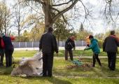 Nõmme linnaosa valitsuse töötajad koristavad homme Maailmakoristuspäeva raames Nõmmelt prügi