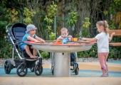 Uued mänguväljakud aitavad erivajadustega lastel sõpru leida