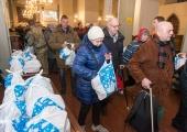 FOTOD! Oleviste kirikus korraldati pidulik teenistus elu hammasrataste vahele jäänud inimestele