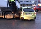 """Kurvi lõiganud Subaru tegi veoki ees poolekilomeetrise """"vastlaliu"""""""