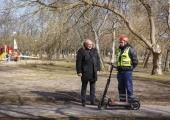 Põhja-Tallinna pargivahid muutuvad liikuvamaks tänu elektrilistele tõukeratastele