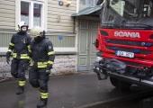 Kopliranna tänaval põles lahtise leegiga mahajäetud ning inimtühi puidust hoone