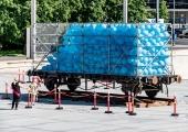 VAATA PILTE JA VIDEOT: südantliigutav installatsioon sümboliseerib juuniküüditatute pisaraid