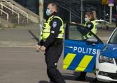 Narvas üritas lubadeta mees politsei eest autoga ära sõita