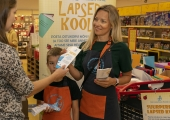 GALERII! Kampaania kogub suurperede lastele koolitarbeid