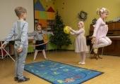 Lugeja küsib: pean lapse enne tööpäeva lõppu lasteaiast ära tooma, sest õpetaja on koroonapositiivne. Kas pean need tunnid tasa tegema?