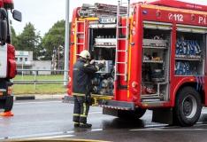 Pärnus sai päästeauto ja sõiduauto kokkupõrkes inimene vigastada