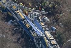 FOTOD! Saksamaal nõudis kahe rongi kokkupõrge vähemalt üheksa inimelu