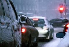Ülekäigurajale jooksnud tüdruk jäi Narvas auto alla