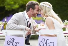 EESTI ABIELU PORTREE: Abielud kestavad kaua, sõlmitakse hilja ja mehed võtavad endale nooremaid naisi