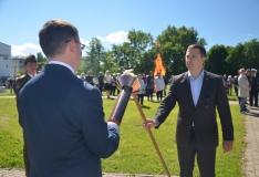 Jüriöö parki jõudnud võidutuli jagati Tallinna linnaosade vahel