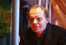 Hendrik Toompere lavastab Linnateatris loo mälu labürindist