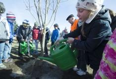 FOTOD! Koolilapsed istutasid üleilmse Maa päeva puhul puid
