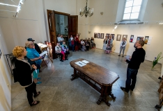 GALERII: Jaanikirikus avati vitraažikavandite näitus