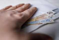Uuring: ümbrikupalga saajate arv on drastiliselt muutunud. Kellele makstakse endiselt ümbrikupalka?
