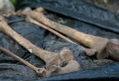 Töömehed leidsid Kuressaare kesklinnast maharaiutud peaga luustiku