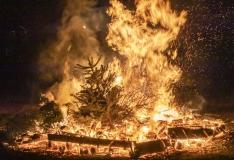 Klooga rabas põleb suurel alal mets