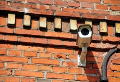 Ekspert selgitab: Kas korteriühistu tohib paigaldada jälgimiskaamerat?