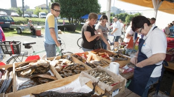 Kalafestival meelitab kuuma suitsulesta ja laevasõiduga