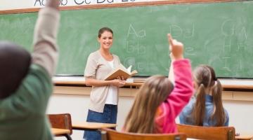 Haridustöötajad: valitsus alavääristab õpetajaid olematu palgatõusuga
