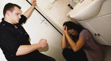 IGA KOLMAS NAINE ON OHVER: Kaheksa õõvastavat müüti perevägivallast