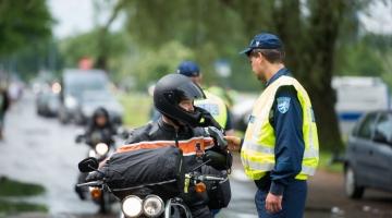 Politsei kiidab kaineid autojuhte