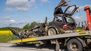 Ränk päev liikluses: kümme vigastatut ja kaks hukkunut
