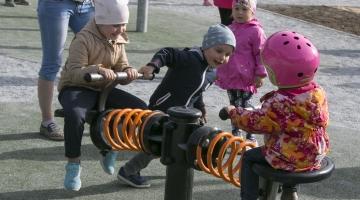 Tallinn loob mänguväljakutele tegelusvõimalused erivajadustega lastele