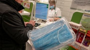 Viroloog Andres Merits: kirurgimask kaitseb teisi maskikandja poolt tuleva viiruse eest