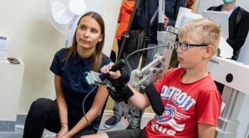 FOTOD JA VIDEO! Lastehaigla sai Eesti esimesed lastele mõeldud käerobotid