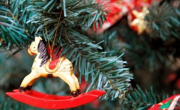 Lugeja küsib: kas kontoris jõulukaunistuste ülesriputamisel kukkumine on tööõnnetus?