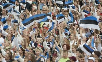 LUGEJA KIRJUTAB: Noorte laulupidu Eesti uueks loojana