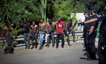 700 migranti jooksis tormi Hispaania piiripunktile Ceutas