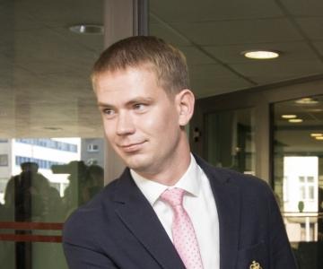 Oliver Nääs: peame ametist kõrvaldamise jätkumist põhjendamatuks, sest tunnistajad on juba üle kuulatud ja Savisaar pole kedagi nelja kuu vältel mõjutanud
